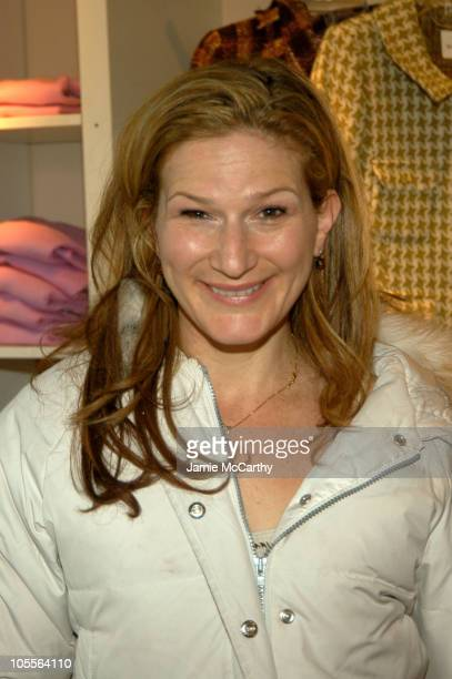 Ana Gasteyer in Fred Segal at Village at the Lift