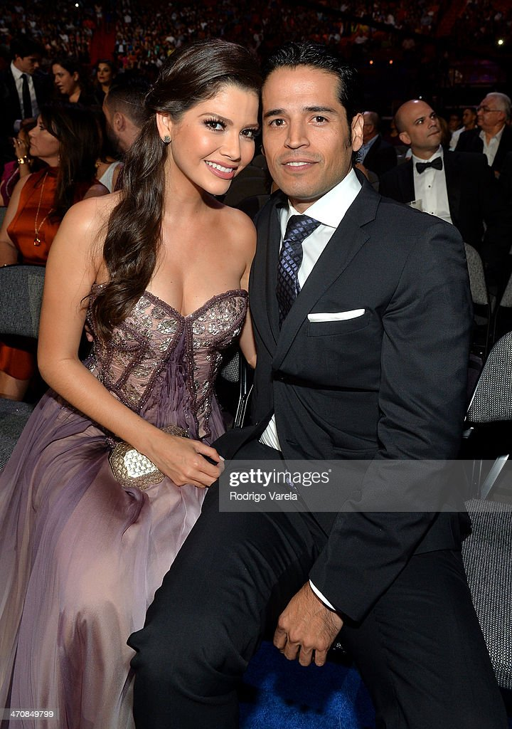 <a gi-track='captionPersonalityLinkClicked' href=/galleries/search?phrase=Ana+Patricia+Gonzalez&family=editorial&specificpeople=7013097 ng-click='$event.stopPropagation()'>Ana Patricia Gonzalez</a> (L) attends Premio Lo Nuestro a la Musica Latina 2014 at American Airlines Arena on February 20, 2014 in Miami, Florida.