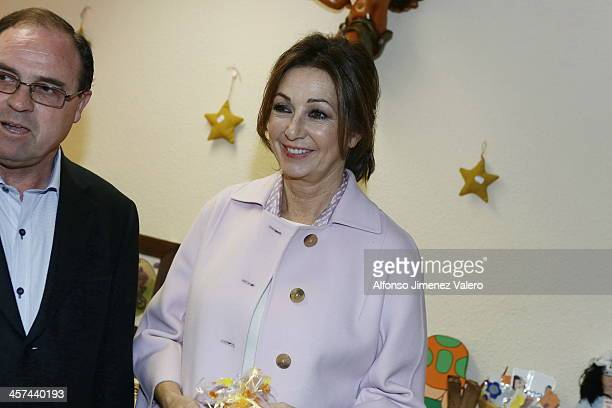 Ana Rosa Quintana Inaugurates Charity Market at Albergue de San Juan de Dios on December 17 2013 in Madrid Spain