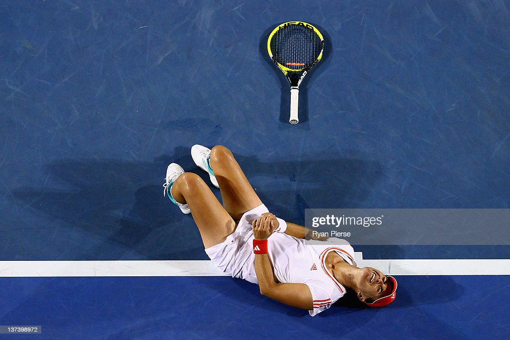 <a gi-track='captionPersonalityLinkClicked' href=/galleries/search?phrase=Anabel+Medina+Garrigues&family=editorial&specificpeople=595904 ng-click='$event.stopPropagation()'>Anabel Medina Garrigues</a> of Spain lays on the court after injuring her ankle in her third round match against Na Li of China during day five of the 2012 Australian Open at Melbourne Park on January 20, 2012 in Melbourne, Australia.