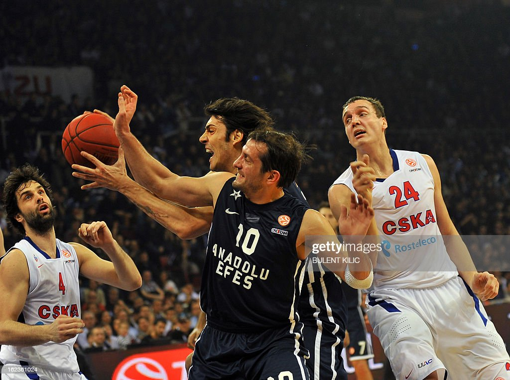 Anadolu Efes' Kerem Tunceri (C) vies with CSKA Moskow's Sasha Kaun (R) and Milos Teodosic (L) during an Euroleague basketball match between Anadolu Efes and CSKA Moscow on February 22, 2013 at Abdi Ipekci Arena in Istanbul.