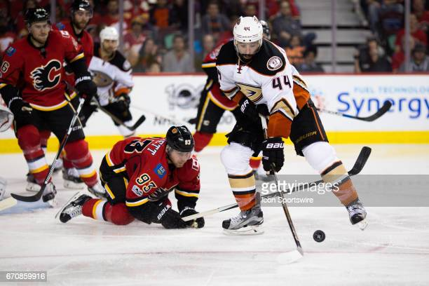 Anaheim Ducks Center Nate Thompson stick handles away from Calgary Flames Center Sam Bennett during game 4 of the first round of the Stanley Cup...