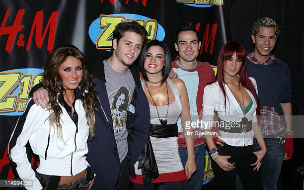 Anahi Christopher Uckermann Maite Perroni Alfonso Herrera Dulce Maria and Christian Chavez of RBD