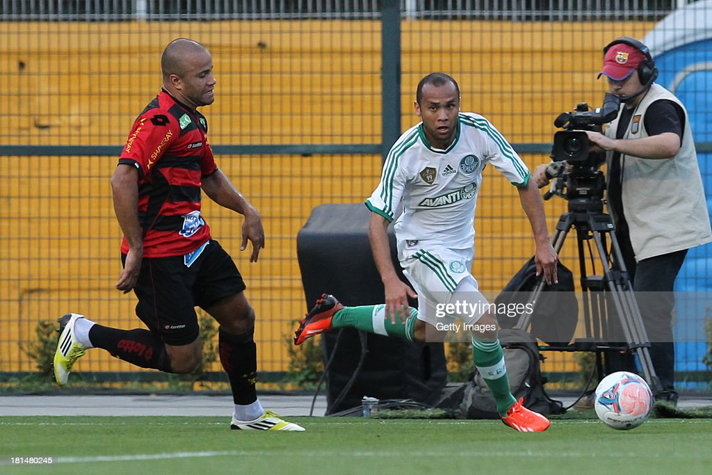 Ananias, from Palmeiras, controls the ball during the match between Palmeiras and Sport for the Brazilian Series B 2013 at Pacaembu stadium on September 21, 2013 in Sao Paulo, Brazil.