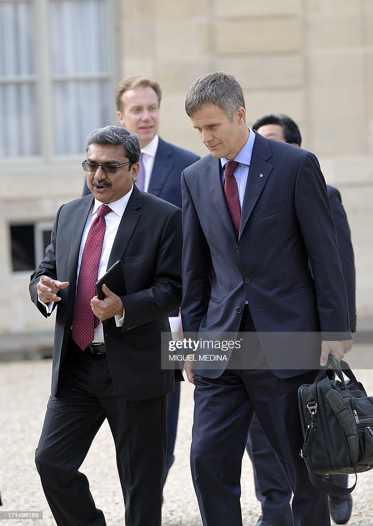 Anant Gupta (L) of India, Chief Executive Officer of HCL Technologies, arrives with Helge Lund (R) of Norway, Chief Executive Officer for the Statoil group, at the Elysee Palace for a dinner organized with the World Economic Forum in Davos with leaders of major international companies and French President at the Elysee Palace in Paris on June 25, 2013.