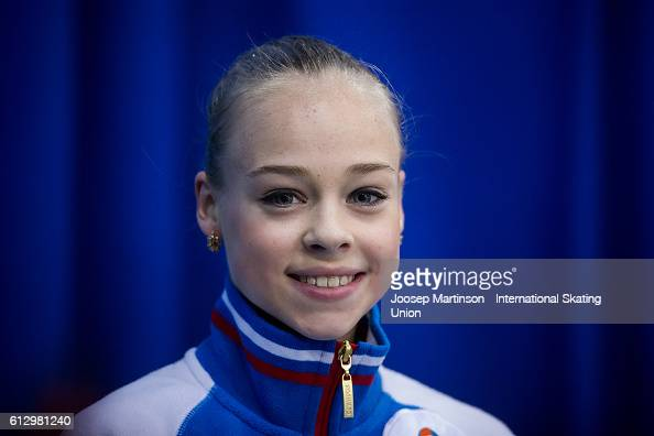 Анастасия Губанова - Страница 3 Anastasiia-gubanova-of-russia-looks-on-at-the-kiss-and-cry-during-the-picture-id612981240?s=594x594