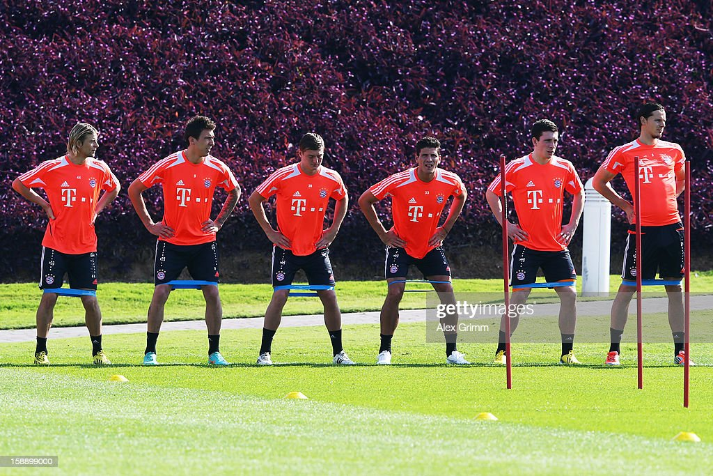 Anatoliy Tymoshchuk, Mario Mandzukic, Toni Kroos, Mario Gomez, Daniel Wein and Daniel van Buyten (L-R) exercise during a Bayern Muenchen training session at the ASPIRE Academy for Sports Excellence on January 3, 2013 in Doha, Qatar.