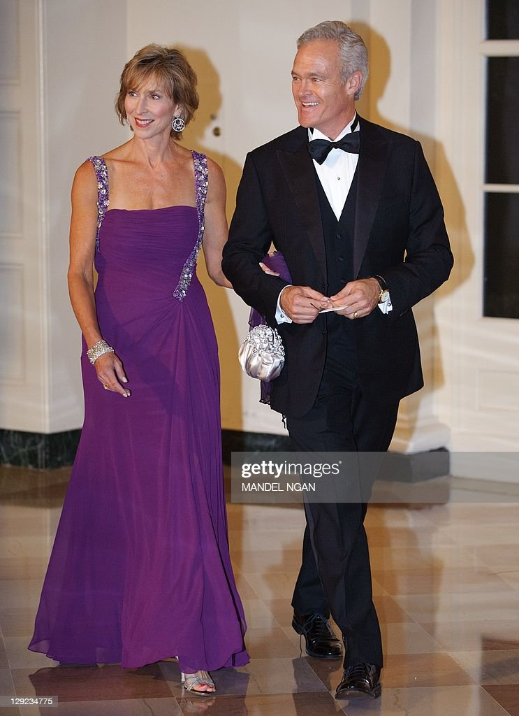 CBS anchor Scott Pelley and his wife Jane Boone Pelley arrive for the state dinner in honour of South Korea's President Lee Myung-Bak and his wife Kim Yoon-Ok October 13, 2011 at the White House in Washington, DC. AFP PHOTO/Mandel NGAN