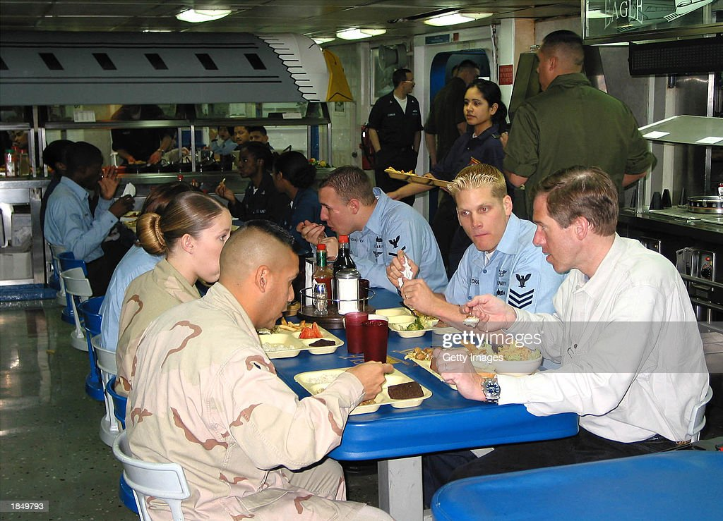 NBC anchorman Brian Williams dines with Sailors and Marines aboard the amphibious assault ship USS Tarawa March 13 2003 at sea in the Arabian Gulf...
