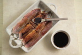 Anchovies in a dish with balsamic vinegar Marinated anchovies step 2
