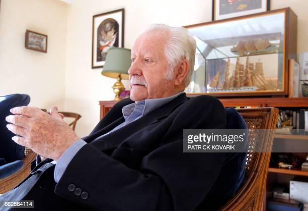 L'ancien animateur musicien producteur et auteur Pierre Bellemare pose le 25 octobre 2011 à son domicile à Neuilly L'autobigraphie de Bellemare...