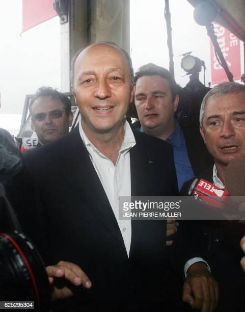 L'ancien Premier ministre socialiste Laurent Fabius arrive en compagnie du député Claude Bartolone pour participer à la fête de l'Humanité le 10...