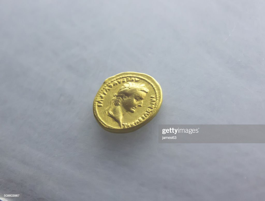 Antiga moeda Romana do século XXI : Foto de stock