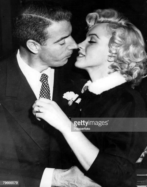 TV and Films 16th January 1954 San Francisco USA Legendary Hollywood Film actress Marilyn Monroe prepares to kiss her husband former US Baseball...