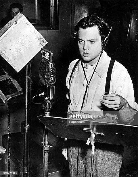TV and Films USA A picture showing US film director actor producer screenwriter and broadcaster Orson Welles speaking into a CBS microphone during a...