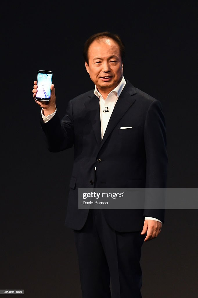 CEO and President of Samsung JK Shin presents the new Samsung Galaxy S6 during the Mobile World Congress on March 1 2015 in Barcelona Spain The...