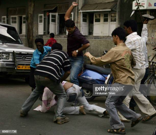 MNS and Samajwadi Party Clashes Violence MNS Beat Outsiders Attending Dadar Rally by UNPA organised by Samajwadi Party