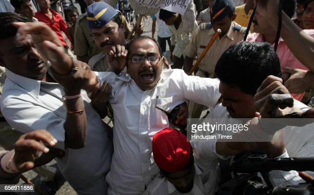 MNS and Samajwadi Party Clashes Violence POLICE ARRESTS SP WORKERS FOR PROTESTING AGAINST RAJ THACKERAY AT BANDRA ON MONDAY