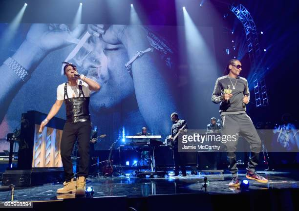 I and Snopp Dogg perform in honor of 2017 Inductee Tupac Shakur onstage at the 32nd Annual Rock Roll Hall Of Fame Induction Ceremony at Barclays...