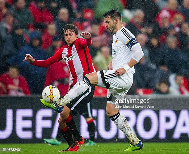 Ander Iturraspe of Athletic Club duels for the ball with Alvaro Negredo of Valencia CF during the UEFA Europa League Round of 16 First Leg match...