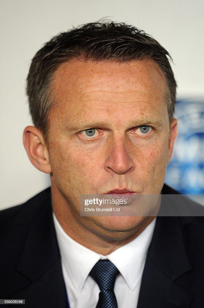 Anderlecht manager <b>John Van</b> Den Brom - anderlecht-manager-john-van-den-brom-picture-id535026298