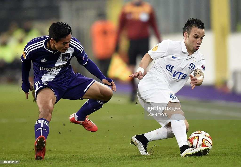 Anderlecht's <a gi-track='captionPersonalityLinkClicked' href=/galleries/search?phrase=Andy+Najar&family=editorial&specificpeople=6872158 ng-click='$event.stopPropagation()'>Andy Najar</a> (L) fights for the ball with Dynamo Moscow's <a gi-track='captionPersonalityLinkClicked' href=/galleries/search?phrase=Mathieu+Valbuena&family=editorial&specificpeople=778610 ng-click='$event.stopPropagation()'>Mathieu Valbuena</a> (R) on February 19, 2015 during a UEFA Europa League football match between RSC Anderlecht and FC Dynamo Moscow at the Constant Vanden Stock Stadium in Brussels.