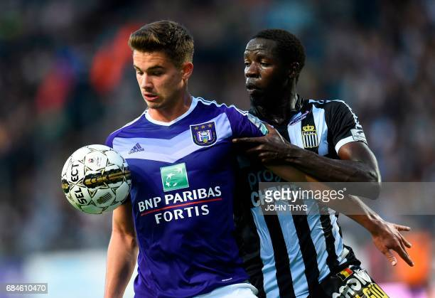 Anderlecht's Belgian midfielder Leander Dendoncker and Charleroi's Senegalese midfielder Christophe Diandy vie for the ball during the Jupiler Pro...