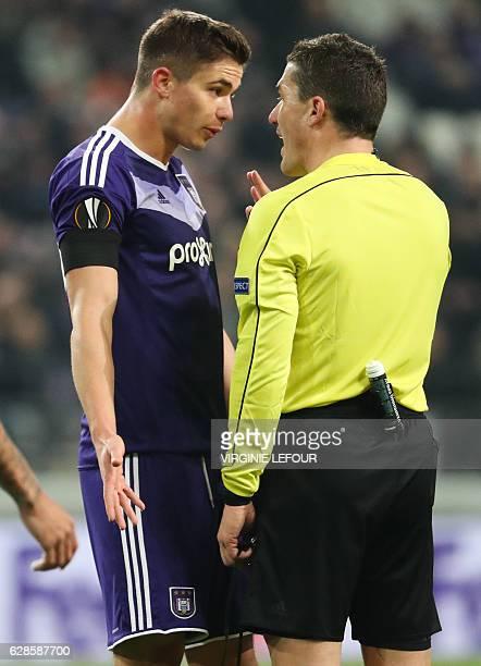 Anderlecht's Belgian midfielder Leander Dendoncker and referee Istvan Kovacs argue during the UEFA Europa League football match between RSCA...