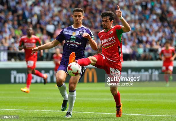 Anderlecht's Leander Dendoncker and Oostende's Fernando Canesin vie for the ball during the Jupiler Pro League match between RSC Anderlecht and KV...