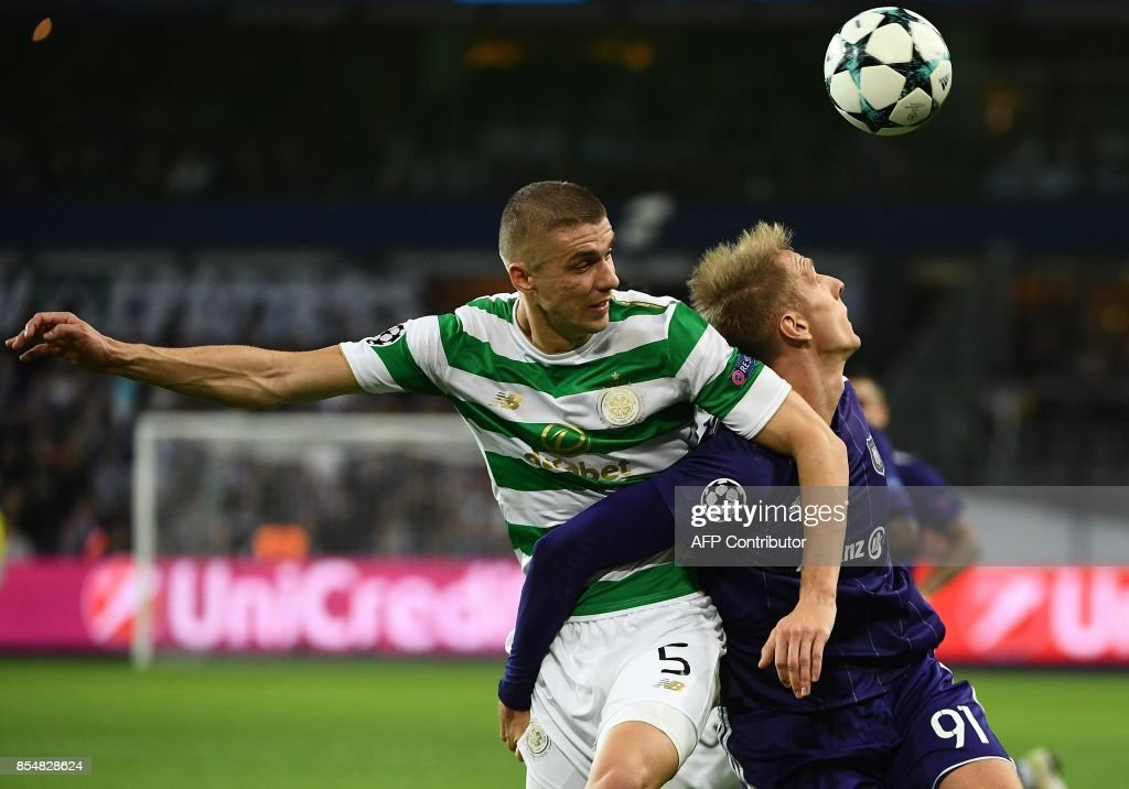 RSC Anderlecht's Lukasz Teodorczyk (R) fights for the ball with Celtic FC's Jozo Simunovic during the UEFA Champions League Group B football match Anderlecht vs Celtic at The Constant Vanden Stock Stadium in Brussels on September 27, 2017. /