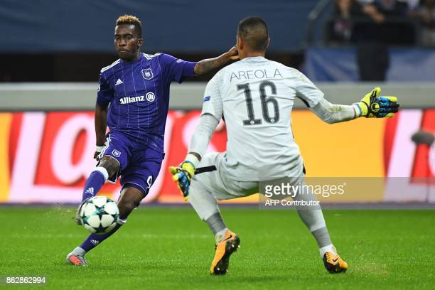Anderlecht's Nigerian forward Henry Onyekuru vies for the ball with Paris SaintGermain's French goalkeeper Alphonse Areola during the UEFA Champions...