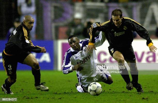 Anderlecht's Youla fights for the ball with Madrid's Roberto Carlos and Michel Salgado during the Champions League group D soccer match RSC...