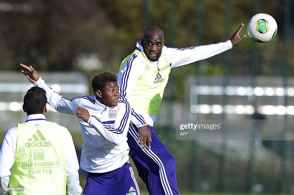Anderlecht's Zoro Cyriac Gohi Bi (L) challenges teammate Mohamed Sissoko during an open training session in Brussels on October 29, 2013. Sissoko is training with Anderlecht for the first time and might be signed by the Belgian club.