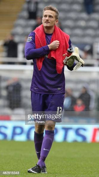 Anders Lindegaard of Manchester United applauds the fans after the Barclays Premier League match between Newcastle United and Manchester United at St...
