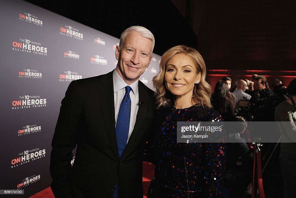 Anderson Cooper (L) and Kelly Ripa attend CNN Heroes 2016 at the American Museum of Natural History on December 11, 2016 in New York City. 26362_012