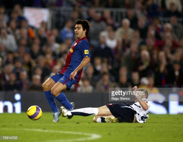 Anderson Deco of Barcelona and Fernandez Sergio of Zaragoza in action during the match between FC Barcelona and Real Zaragoza of La Liga at the Camp...