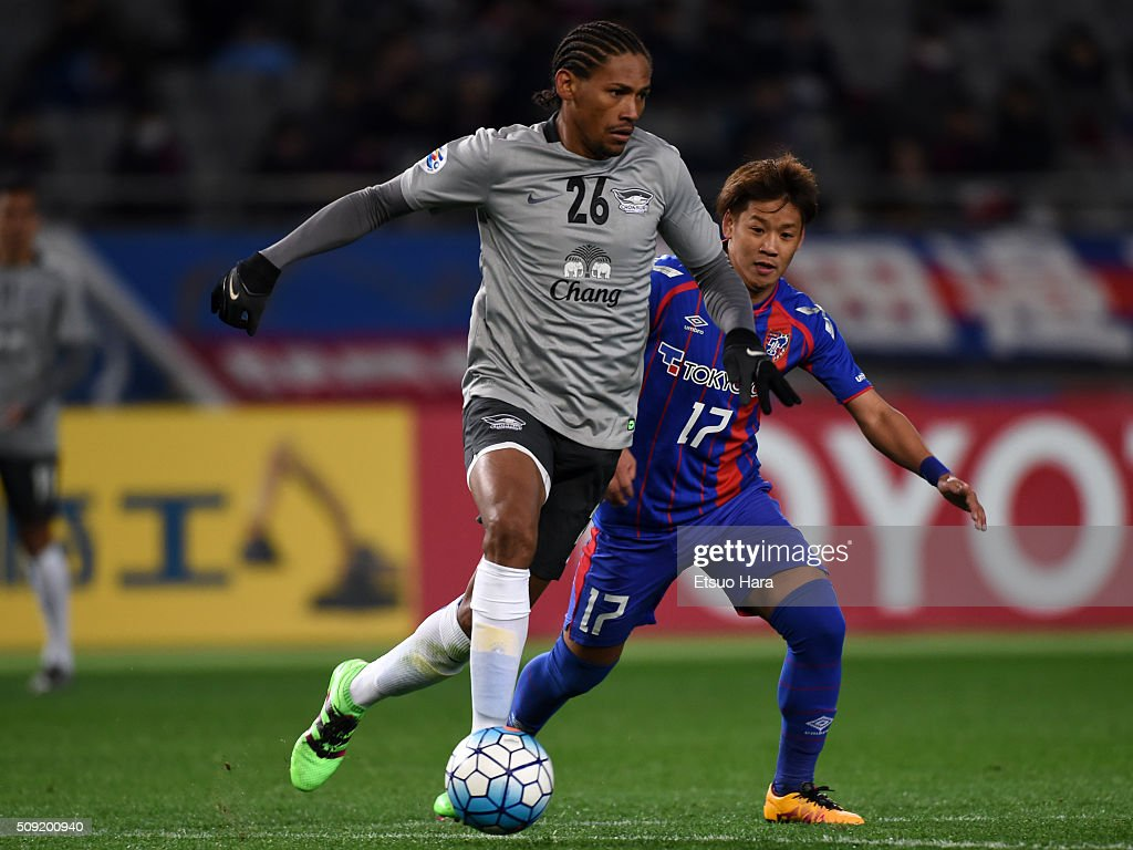 Anderson Dos Santos of Chonburi FC and Hiroki Kawano of FC Tokyo compete for the ball during the AFC Champions League playoff round match between FC Tokyo and Chonburi FC at the Tokyo Stadium on February 9, 2016 in Chofu, Japan.
