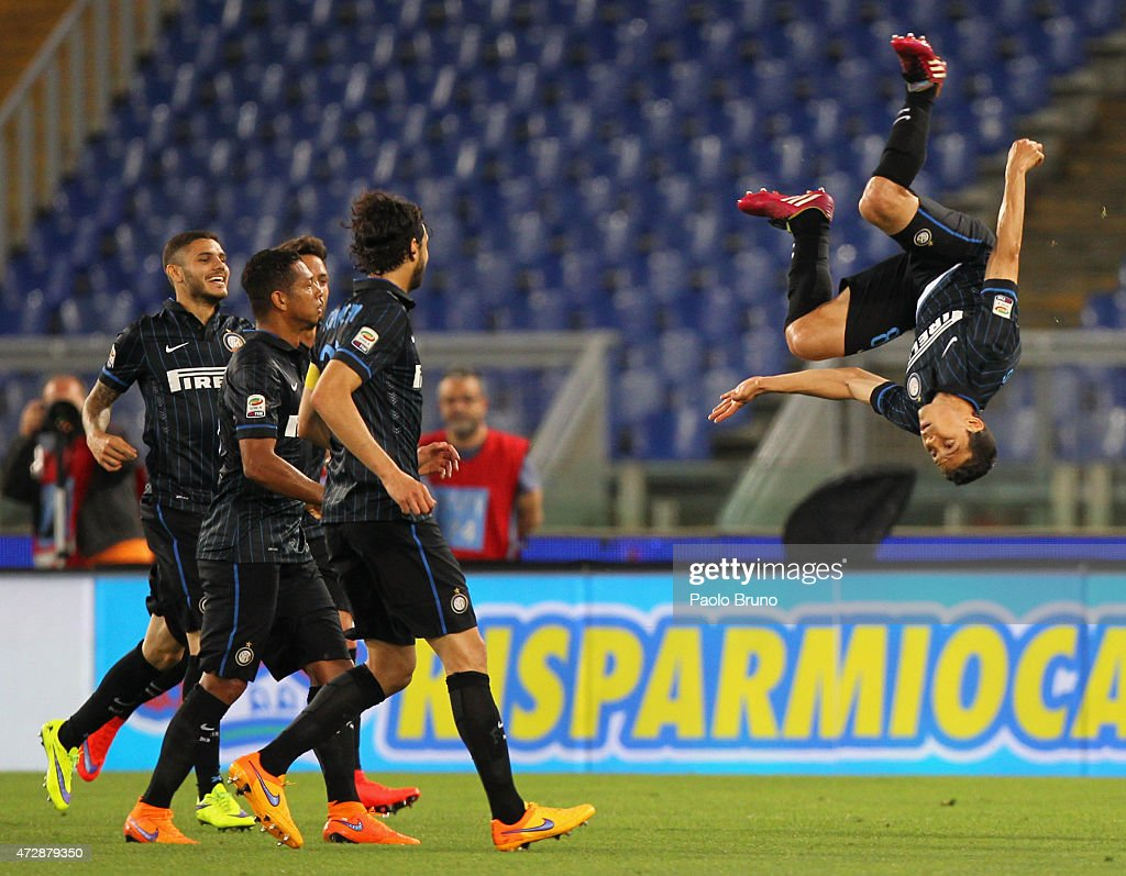 Anderson <a gi-track='captionPersonalityLinkClicked' href=/galleries/search?phrase=Hernanes&family=editorial&specificpeople=4522139 ng-click='$event.stopPropagation()'>Hernanes</a> (R) of FC Internazionale Milano celebrates after scoring the team's first goal during the Serie A match between SS Lazio and FC Internazionale Milano at Stadio Olimpico on May 10, 2015 in Rome, Italy.