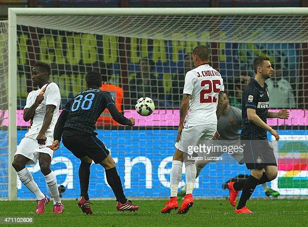 Anderson Hernanes of FC Internazionale Milano scores the opening goal during the Serie A match between FC Internazionale Milano and AS Roma at Stadio...