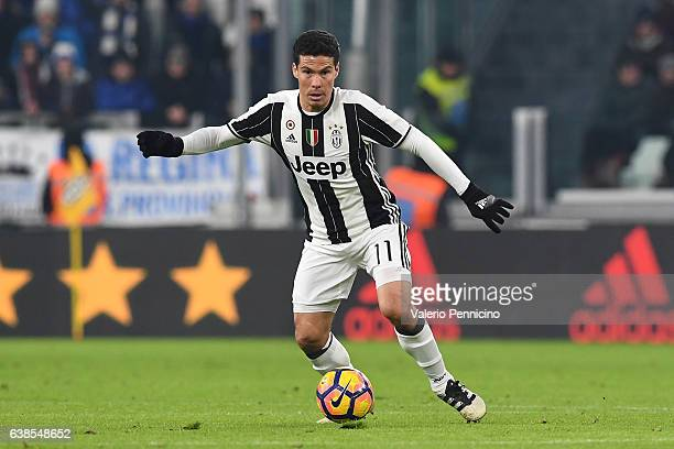 Anderson Hernanes of FC Juventus in action during the TIM Cup match between FC Juventus and Atalanta BC at Juventus Stadium on January 11 2017 in...