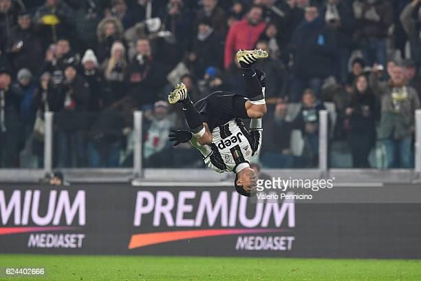 Anderson Hernanes of Juventus FC celebrates a goal during the Serie A match between Juventus FC and Pescara Calcio at Juventus Stadium on November 19...