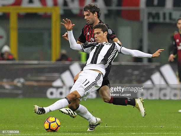Anderson Hernanes of Juventus FC is challenged by Andrea Poli of AC Milan during the Serie A match between AC Milan and Juventus FC at Stadio...