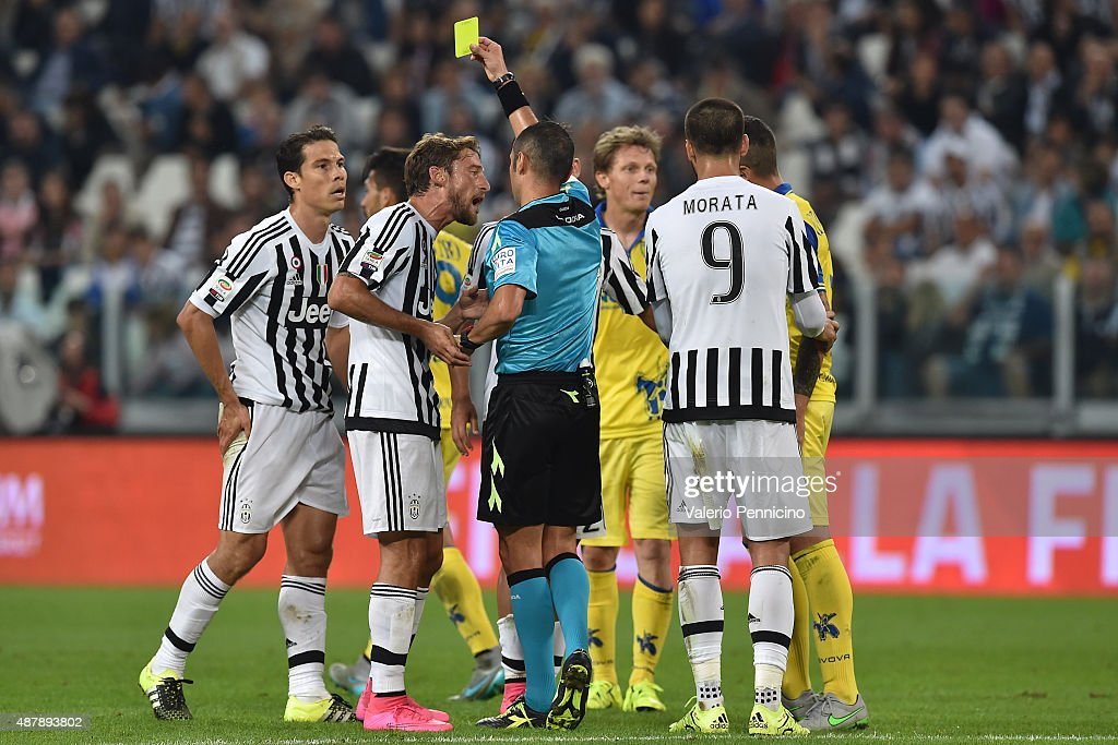 Anderson <a gi-track='captionPersonalityLinkClicked' href=/galleries/search?phrase=Hernanes&family=editorial&specificpeople=4522139 ng-click='$event.stopPropagation()'>Hernanes</a> (L) of Juventus FC receives the yellow card from referee Marco Guida during the Serie A match between Juventus FC and AC Chievo Verona at Juventus Arena on September 12, 2015 in Turin, Italy.