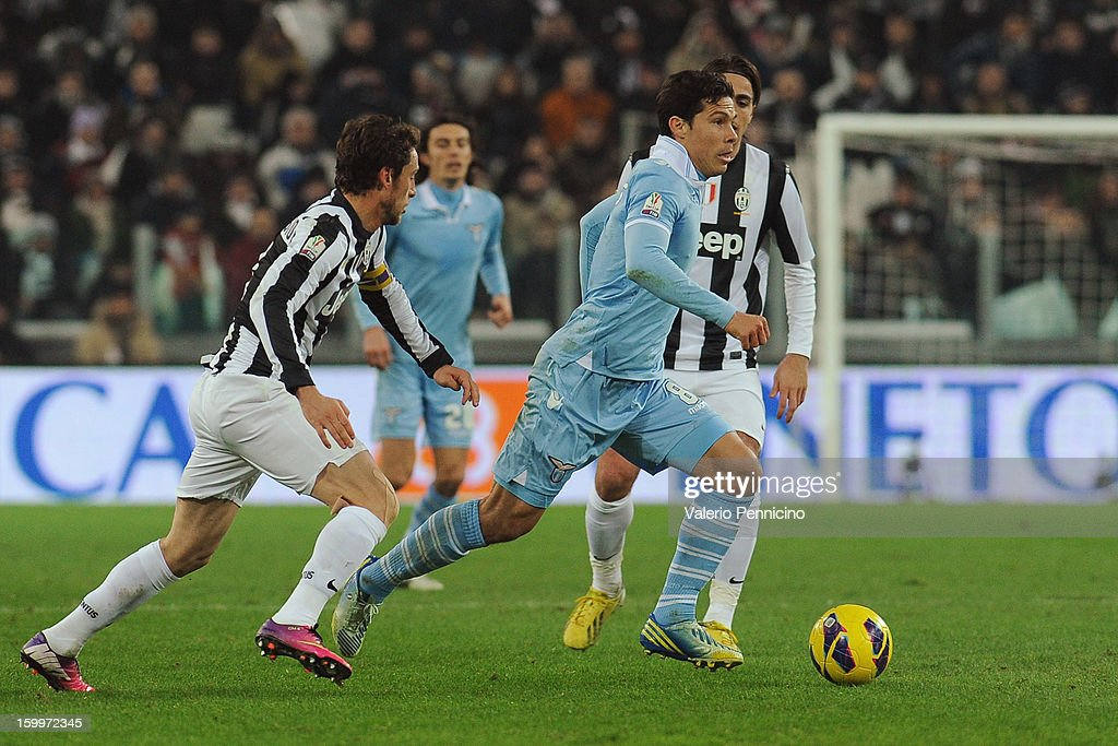 Anderson <a gi-track='captionPersonalityLinkClicked' href=/galleries/search?phrase=Hernanes&family=editorial&specificpeople=4522139 ng-click='$event.stopPropagation()'>Hernanes</a> (R) of S.S. Lazio in action against <a gi-track='captionPersonalityLinkClicked' href=/galleries/search?phrase=Claudio+Marchisio&family=editorial&specificpeople=4604252 ng-click='$event.stopPropagation()'>Claudio Marchisio</a> of Juventus FC during the TIM cup match between Juventus FC and S.S. Lazio at Juventus Arena on January 22, 2013 in Turin, Italy.