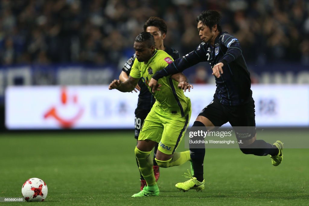 Anderson Lopes (C) of Sanfrecce Hiroshima competes for the ball against Jin Izumisawa (L) and Genta Miura (R) of Gamba Osaka during the J.League J1 match between Gamba Osaka and Sanfrecce Hiroshima at Suita City Football Stadium on April 7, 2017 in Suita, Osaka, Japan.