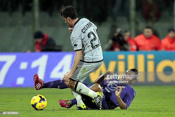 Anderson of ACF Fiorentina fights for the ball with Luca Cigarini of Atalanta BC during the Serie A match between ACF Fiorentina and Atalanta BC at...
