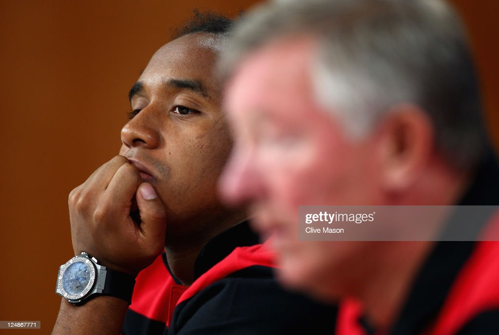 Anderson of Manchester United looks at manager Sir <a gi-track='captionPersonalityLinkClicked' href=/galleries/search?phrase=Alex+Ferguson&family=editorial&specificpeople=203067 ng-click='$event.stopPropagation()'>Alex Ferguson</a> during a press conference ahead of the UEFA Champions League Group C match between SL Benfica and Manchester United at the Estadio da Luz on September 13, 2011 in Lisbon, Portugal.