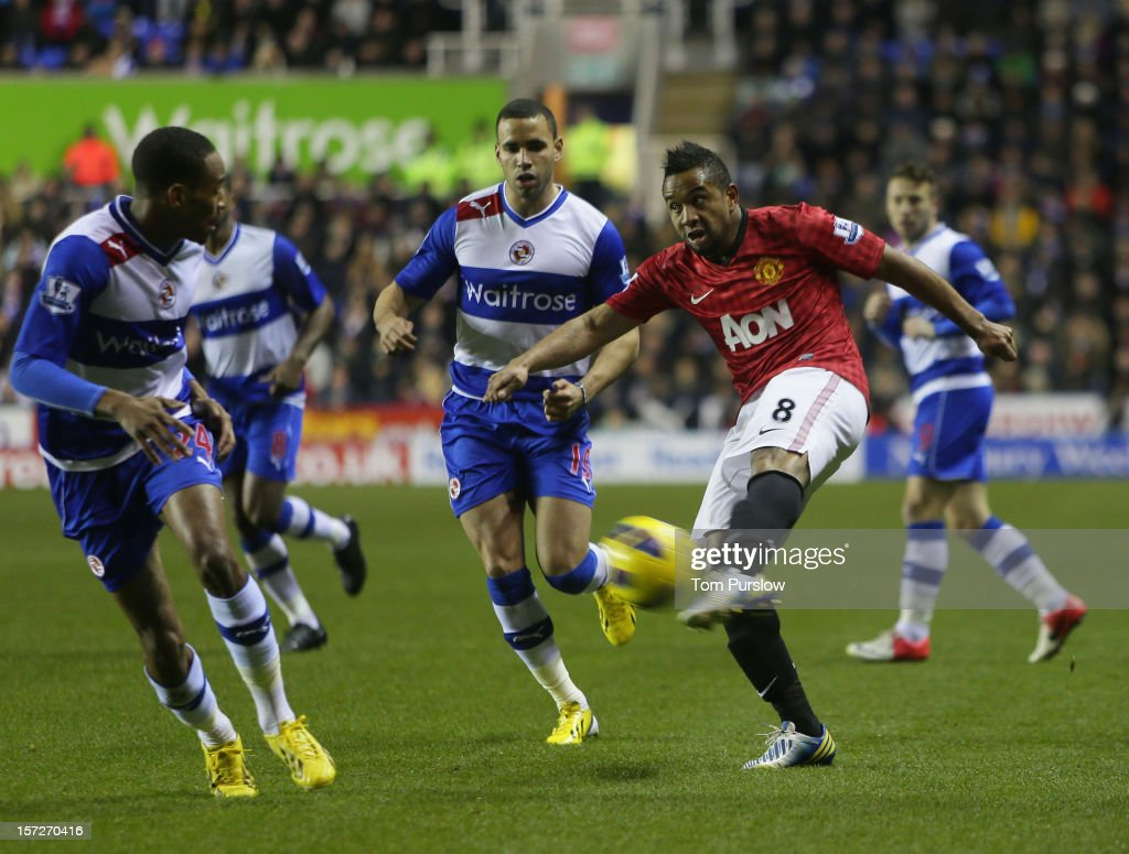 Anderson of Manchester United scores their first goal during the Barclays Premier League match between Reading and Manchester United at Madejski Stadium on December 1, 2012 in Reading, England.