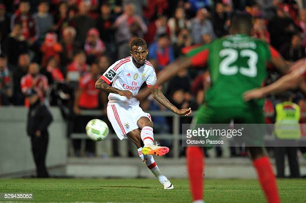 Anderson Talisca of SL Benfica scores a goal against CS Maritimo during the Portuguese Primeira Liga at Estadio dos Barreiros on May 8 2016 in...
