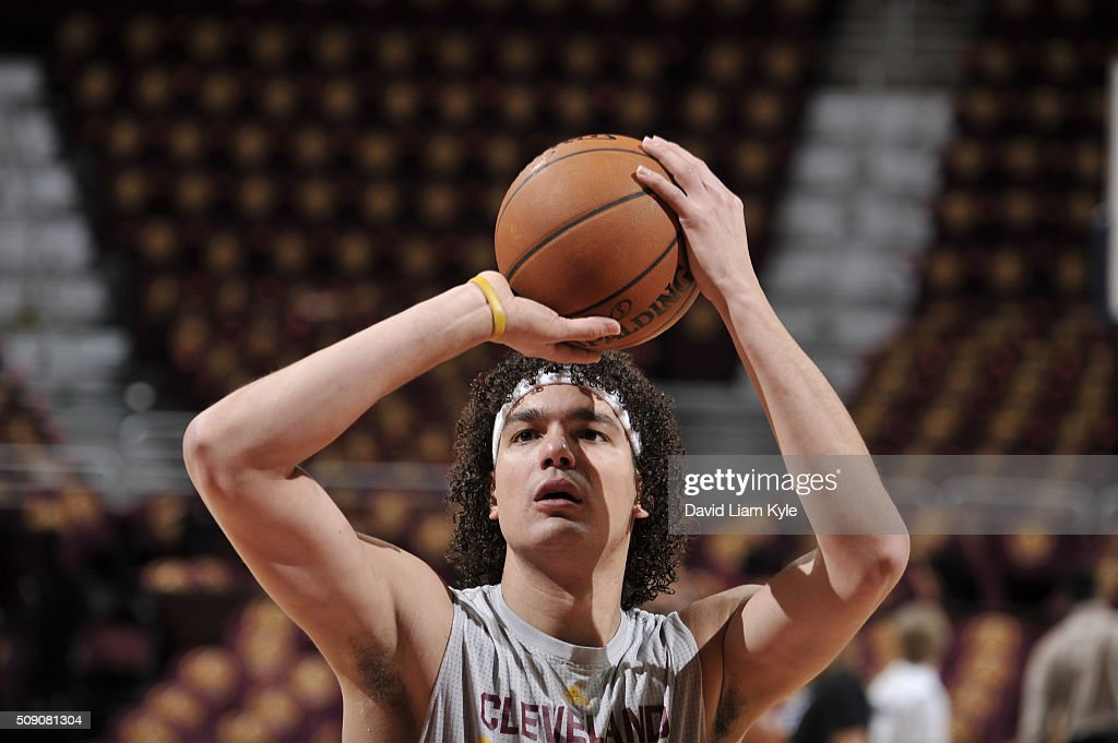 <a gi-track='captionPersonalityLinkClicked' href=/galleries/search?phrase=Anderson+Varejao&family=editorial&specificpeople=202247 ng-click='$event.stopPropagation()'>Anderson Varejao</a> #17 of the Cleveland Cavaliers warms up before the game against the Sacramento Kings on February 8, 2016 at Quicken Loans Arena in Cleveland, Ohio.